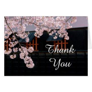 El casarse de las flores de cerezo le agradece las tarjeta de felicitación