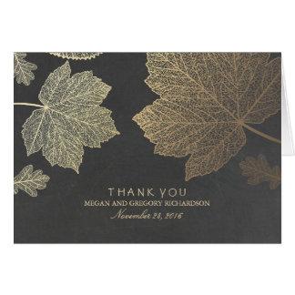 El casarse de las hojas de la caída del oro le tarjeta pequeña