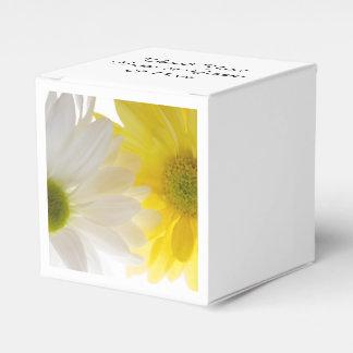 El casarse de las margaritas amarillas y blancas caja para regalos