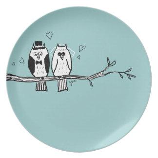 El casarse de los búhos de novia y del novio plato para fiesta