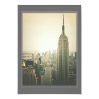 """El casarse de los rascacielos del horizonte de New Invitación 5"""" X 7"""""""