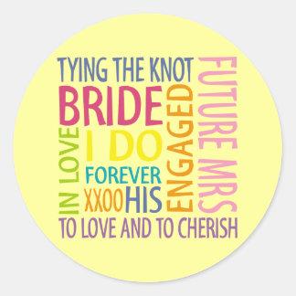 El casarse de los sentimientos de la novia pegatina redonda