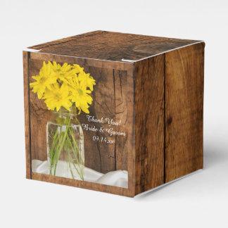 El casarse de madera de las margaritas del cajas para detalles de boda
