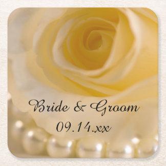El casarse del rosa blanco y de las perlas posavasos desechable cuadrado
