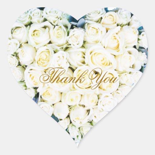 El casarse elegante de los rosas blancos le colcomanias corazon