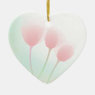 El casarse en colores pastel rosado suave de los t ornamentos de reyes