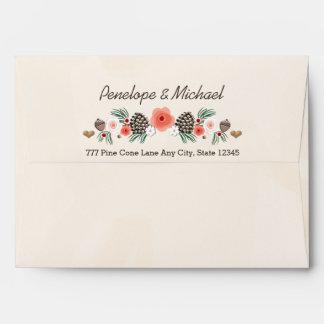 El casarse floral del navidad del cono del pino sobres