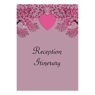 El casarse grabado en relieve terciopelo rosado de tarjetas de visita