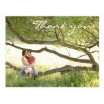 El casarse le agradece postal