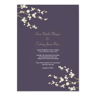 """El casarse púrpura blanco de las flores de cerezo invitación 5"""" x 7"""""""