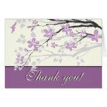 El casarse púrpura de las flores de la magnolia le tarjetón