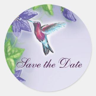 el casarse púrpura de las flores del colibrí pegatina redonda
