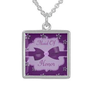 El casarse púrpura de las flores y de los colgante cuadrado