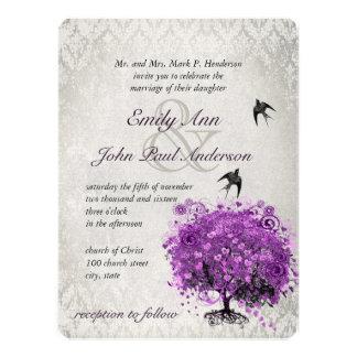 El casarse púrpura radiante de los pájaros del árb