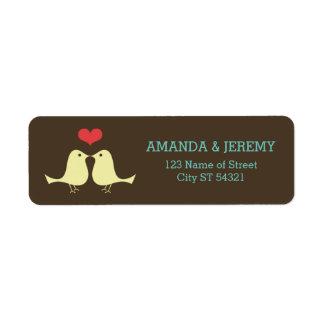 El casarse retro moderno de los pájaros del amor d etiquetas de remite