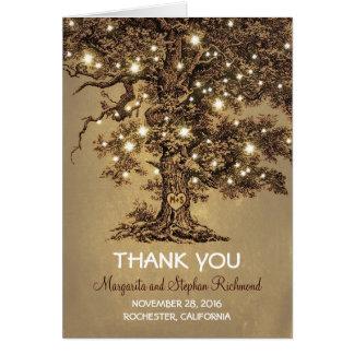 el casarse romántico de las luces del árbol viejo tarjeta pequeña