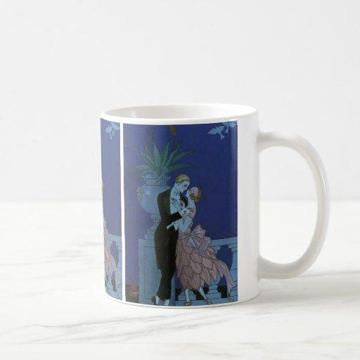 El casarse romántico de los recienes casados del a tazas de café