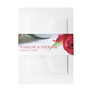 El casarse romántico de los rosas rojos cintas para invitaciones