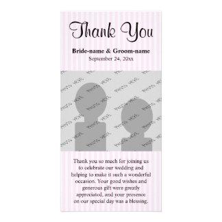 El casarse rosa claro de las rayas le agradece tarjeta personal con foto