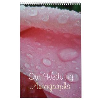 El casarse rosado de los pétalos color de rosa calendario de pared