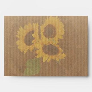 El casarse rústico amarillo de los girasoles de sobres