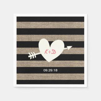 El casarse rústico de las rayas de la arpillera servilleta desechable