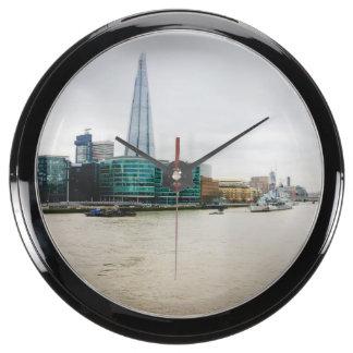 El casco y el río Támesis, Londres Reino Unido Relojes Acuario