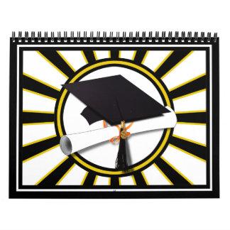 El casquillo y el diploma w/School del graduado Calendarios