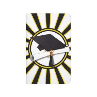 El casquillo y el diploma w/School del graduado Cuadernos Grapados