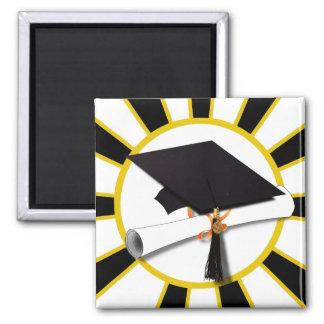 El casquillo y el diploma w/School del graduado Imán De Frigorífico