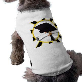 El casquillo y el diploma w/School del graduado Prenda Mascota