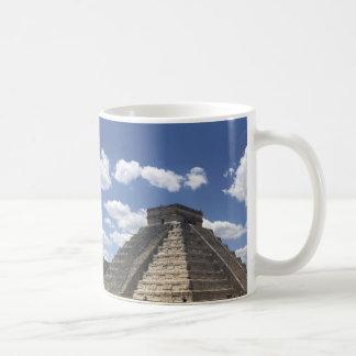 El Castillo – Chichen Itza, Mexico Mug