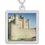 El castillo collar plateado