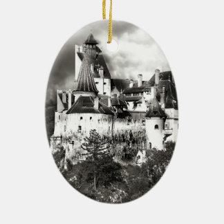 El castillo de Drácula, Transilvania Adorno Navideño Ovalado De Cerámica