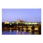El castillo de Praga y el puente de Charles en la  Impresion Fotografica