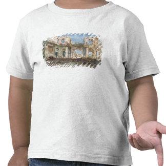 El castillo francés de Santo-Nube después del fueg Camiseta