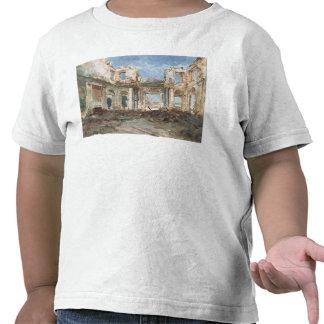 El castillo francés de Santo-Nube después del fueg Camisetas