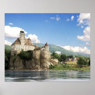 El castillo imponente de Schonbuhel se sienta sobr Posters