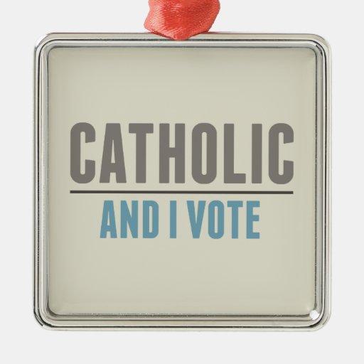 El católico y yo votamos adorno cuadrado plateado