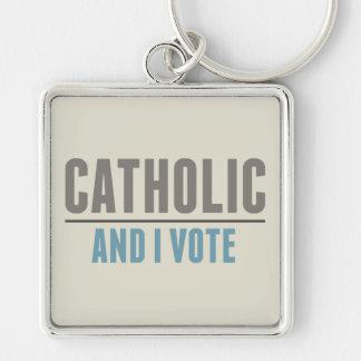 El católico y yo votamos llavero cuadrado plateado