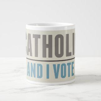 El católico y yo votamos taza grande