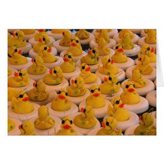 El caucho amarillo fresco Ducks la tarjeta