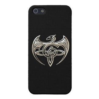 El Celtic trino del dragón de plata y negro anuda iPhone 5 Carcasas