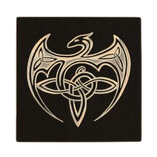 El Celtic trino del dragón de plata y negro anuda Posavasos De Arce
