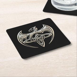 El Celtic trino del dragón de plata y negro anuda Posavasos Desechable Cuadrado