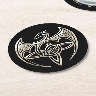 El Celtic trino del dragón de plata y negro anuda Posavasos Desechable Redondo