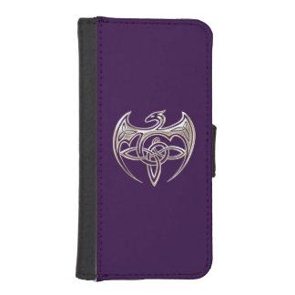El Celtic trino del dragón de plata y púrpura Fundas Cartera De iPhone 5