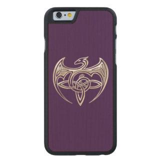 El Celtic trino del dragón de plata y púrpura Funda De iPhone 6 Carved® Slim De Arce