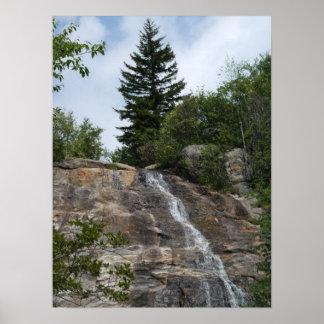 El cementerio coloca el poster de la cascada… conf