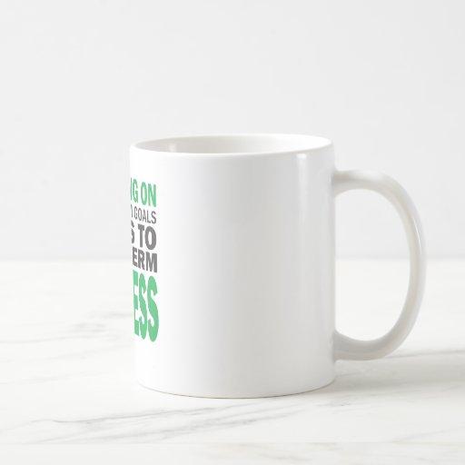 El centrarse en éxito taza básica blanca